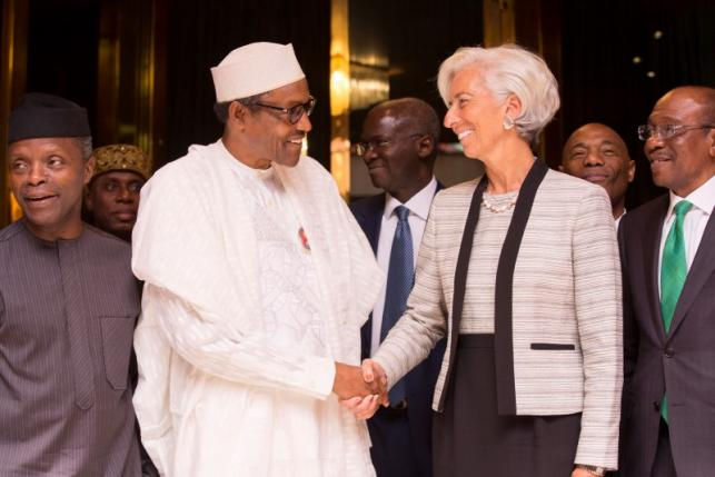 International Monetary Fund Managing Director Christine Lagarde (R) shakes hands with Nigeria's President Muhammadu Buhari (L) as Nigeria's Central Bank Governor Godwin Emefiele (Far Right) and Nigeria's Vice President Yemi Osinbajo (Far L) look on after their meeting at the Presidential Villa in Abuja, Nigeria January 5, 2016. REUTERS/IMF Staff Photo/Stephen Jaffe/Handout